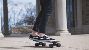 Les chaussures de sport peuvent être utilisées pour tout type d'activité physique.