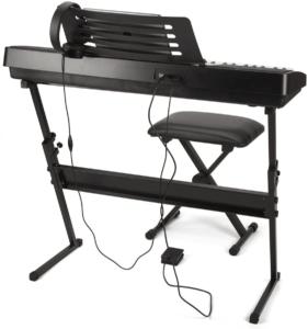 Ce clavier électronique vient avec un kit complet pour pouvoir s'y mettre à jouer tout de suite. Faites le test !
