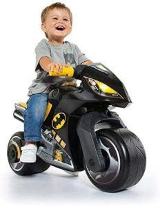La moto enfant est un jouet semblable à un moyen de transport, une des meilleures solutions pour développer l'indépendance, la liberté de mouvement et le sentiment d'autonomie des petits.