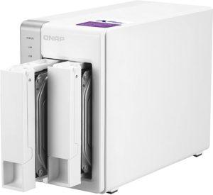 Un serveur NAS est un système de stockage réseau de grande capacité qui se connecte à un réseau domestique ou professionnel.