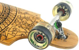Les tests effectués par les experts en sécurité ont les roues de la longboard garantissent un grand confort de glisse et une bonne stabilité.