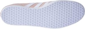Les chaussures de sport ont un talon plat pour vous offrir un maximum de confort.