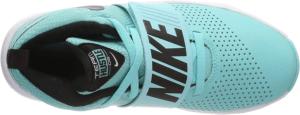Les chaussures de baskets peuvent venir dans des couleurs très variées.