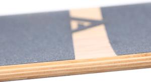 Les longboards sont équipées d'un revêtement spécial pour vous garantir une meilleure stabilité.