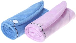 Les cheveux sèchent plus facilement à l'aide d'une serviette microfibre.