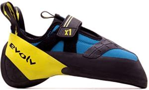 Les chaussons d'escalade peuvent venir dans plusieurs formes et couleurs.