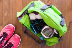 La majorité des sacs de sport ont une grande courroie pour pouvoir porter votre sac à l'épaule quand celui-ci est plus lourd selon les tests comparatifs.