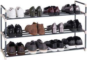 Elle dispose de 3 niveaux, est en métal et permet de ranger jusqu'à 15 paires de chaussures. Faites le test, vous ne serez pas déçu.