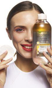 L'eau micellaire est un produit cosmétique très sûr. On n'a pas encore trouvé d'effets secondaires non désirés lors de son utilisation. Elle est donc reconnue comme étant une des meilleures manière de se démaquiller sur le marché.