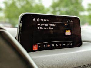 Un transmetteur fm bluetooth et adaptateur radio de voiture