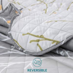 Selon les tests comparatifs, en général, les couvre-lits incluent du coton et du polyester dans leur composition dans des pourcentages différents.
