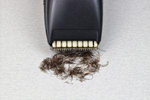 Une tondeuse à barbe permet une taille de précision