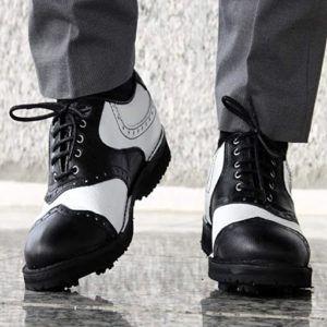 Les chaussures de golf offrent une adhérence optimale sur le terrain de jeu et donnent la touche finale à votre look.