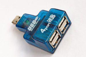 Commutateur de port USB permettant de brancher 4 périphériques USB