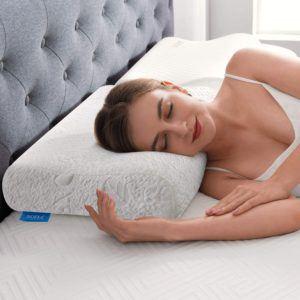 Plusieurs design d'oreillers cervicaux co-existent sur le marché : en forme de vague, papillon ou à hauteur ajustable, à chacun le sien !