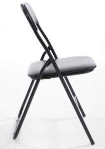 La chaise pliante se doit d'avoir une assise rembourrée pour limiter les risques de maux de dos suite à son usage