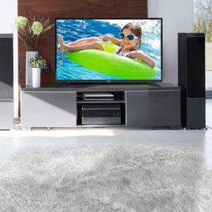 Le design de cette tv 40 pouces lui permet de s'intégrer parfaitement dans n'importe quelle pièce