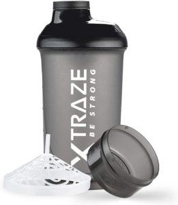 Le tamis du shaker permet de filtrer le mélange