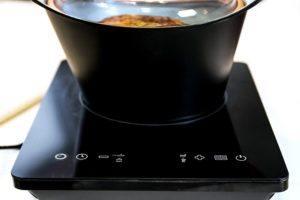 Plaque multifonctions avec écran tactile
