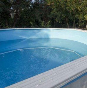 Cette piscine hors sol offre un grand espace