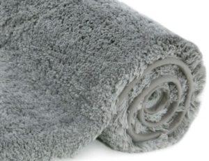 Le tapis est l'accessoire qui rendra chaleureux votre intérieur