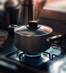 Marmite adaptée pour la cuisson des aliments