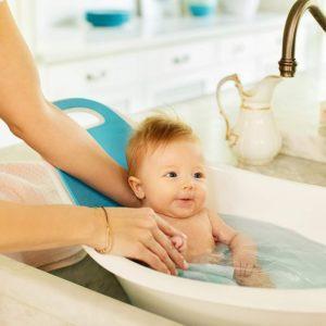 Une baignoire pour bébé avec dossier offre à votre bébé un confort et un soutien pour son petit dos.