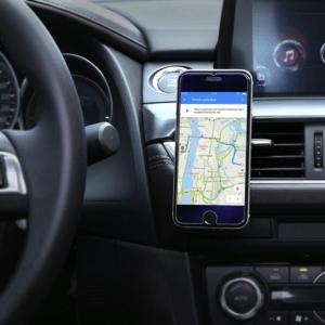 Saviez-vous que l'usage d'un support pour votre téléphone est obligatoire dans de nombreux pays ? Le code de la route interdit en effet l'usage du téléphone au conducteur d'un véhicule.