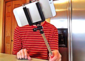Le stabilisateur smartphone est idéal pour prendre des selfies.