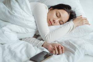 L'oreiller à mémoire de forme favorise un sommeil profond et réparateur.