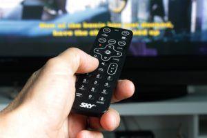 Un lecteur dvd externe peut être contrôlé avec une télécommande.