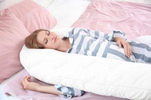 Cet oreiller a une longueur totale de 2,7 m et est hypoallergénique.