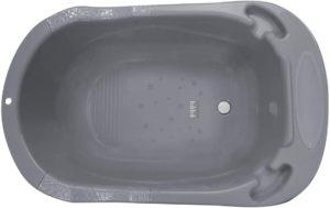 La baignoire est munie d'un bouchon de vidange afin que la baignoire remplie d'eau n'ait pas besoin d'être soulevée.