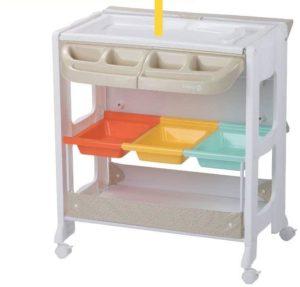 Pratique 2 en 1 : cette baignoire peut être transformée en table à langer et utilisée dès la naissance et jusqu'à 11 kg.