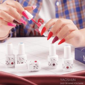 Ces vernis gels semi permanents ne peuvent durcir que sous une lampe UV ou LED.