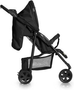 Poussette pour bébé pliable de couleur noir.