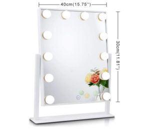 Les miroirs sont généralement dotés des options lumière et grossissement.