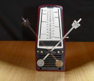 Appareil de contrôle du tempo ou rythme de son.