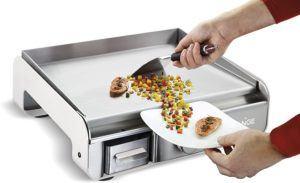 Appareil de cuisson d'aliments fonctionnant grâce à l'électricité.