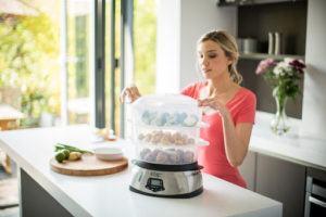 Appareil doté d'une capacité de cuisson sur trois niveaux simultanément.