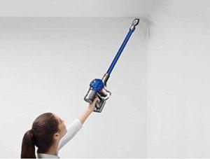 Aspirateur léger adapté pour le nettoyage en hauteur.