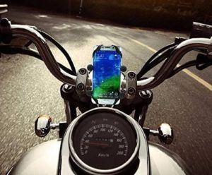 Ce support téléphone moto est capable de pivoter.