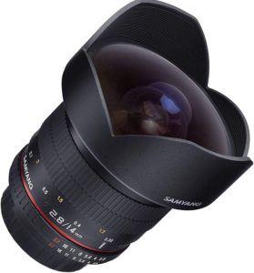 Objectif disposant de deux lentilles asphériques.