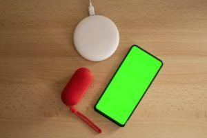Les chargeurs sans fil sont capables de recharger plusieurs appareils adaptés à la fois.