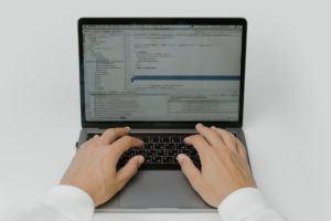 Choisir un logiciel CRM en fonction du budget dans un comparatif