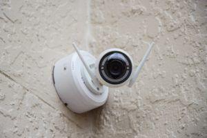 Une camera IP peut être connectée en sans fil via le Wifi