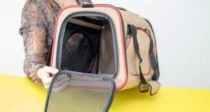 Comment tester l'espace de rangement du sac de transport chien ?