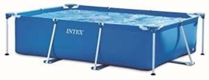 C'est une piscine autoportée rectangulaire