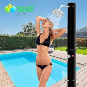 Cette douche solaire est aussi efficace qu'élégante.