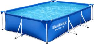 C'est une piscine autoportée rectangulaire de grande taille